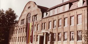 Das alte Schulgebäude an der Ferndorfstrasse
