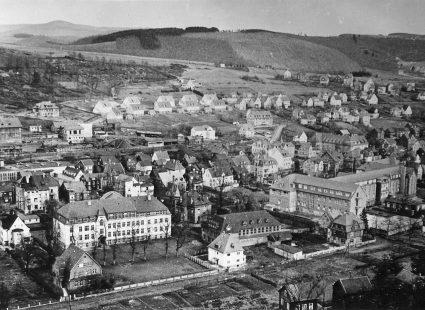 Blick auf die Schule vom Nöchel zwischen 1951 und 1954